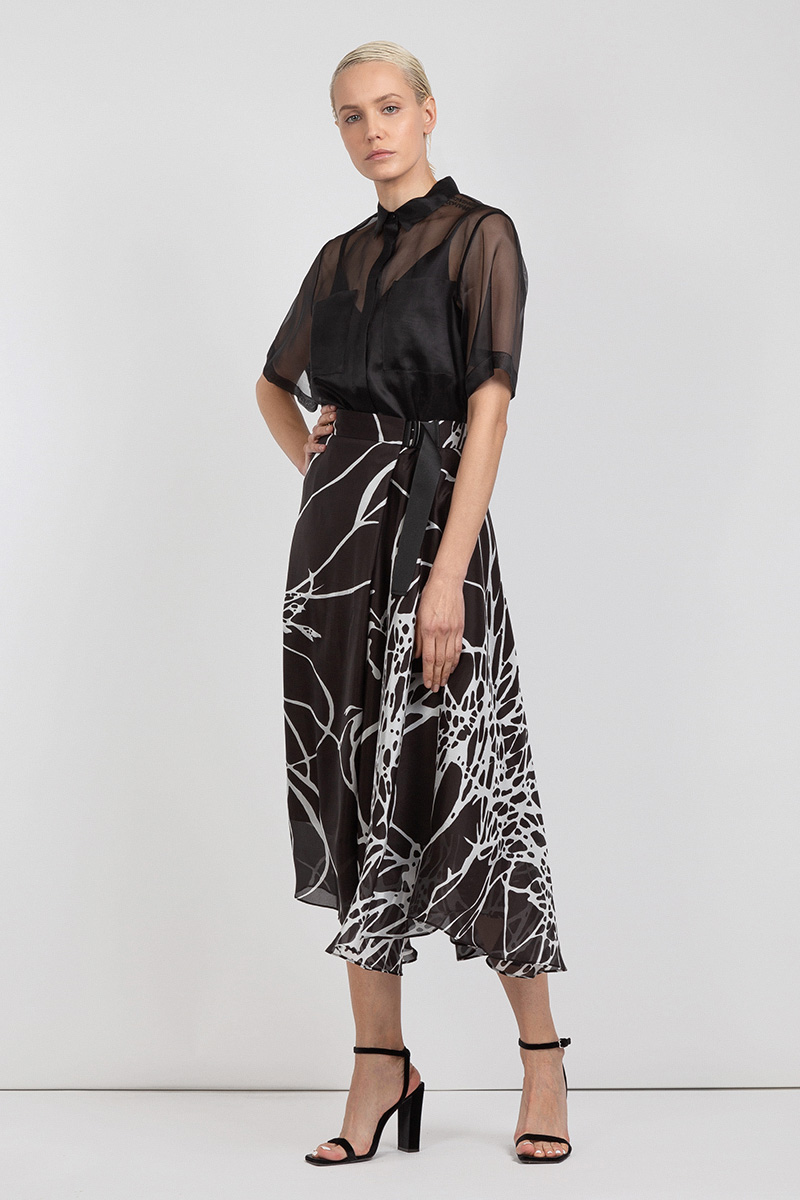цена Асимметричная юбка миди из шелка VASSA&Co онлайн в 2017 году