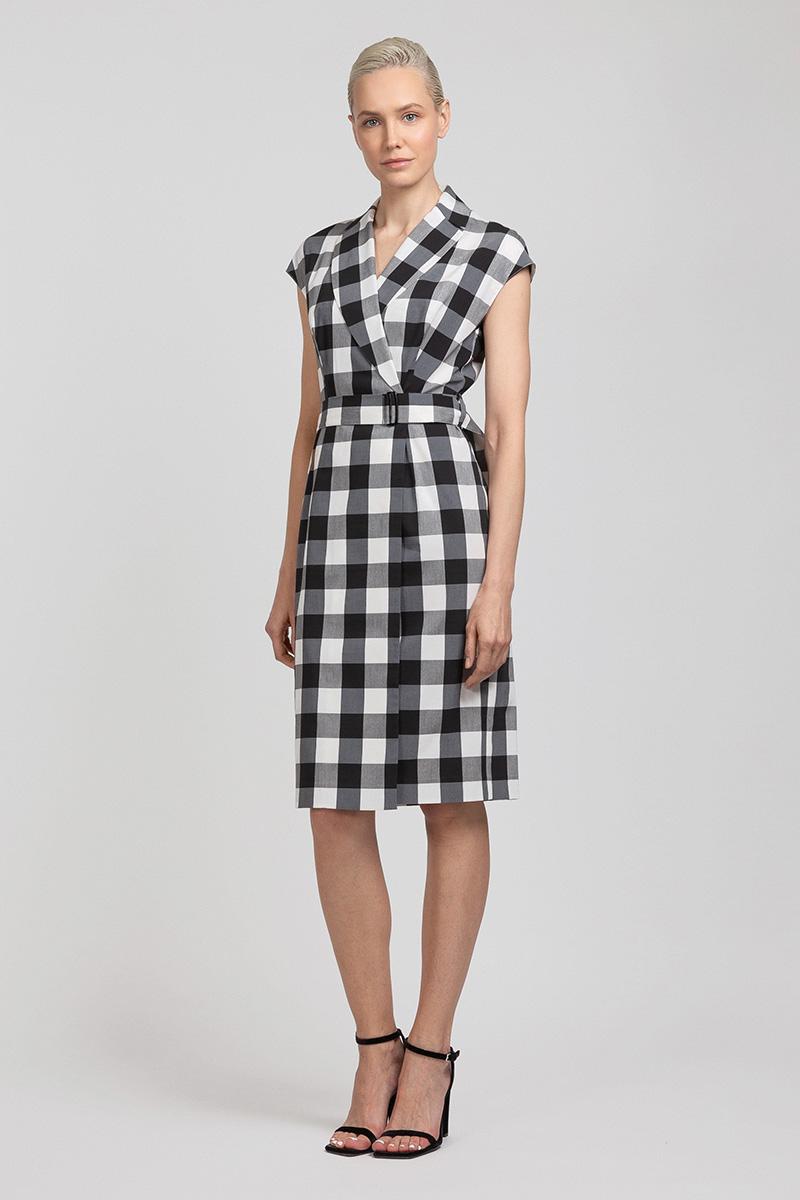 Приталенное платье в клетку на запах с поясом VASSA&Co