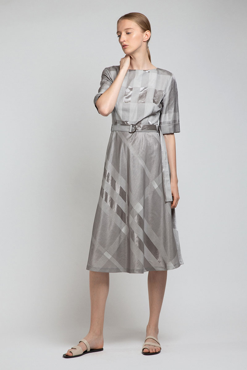 Платье из фактурной ткани с поясом VASSA&Co
