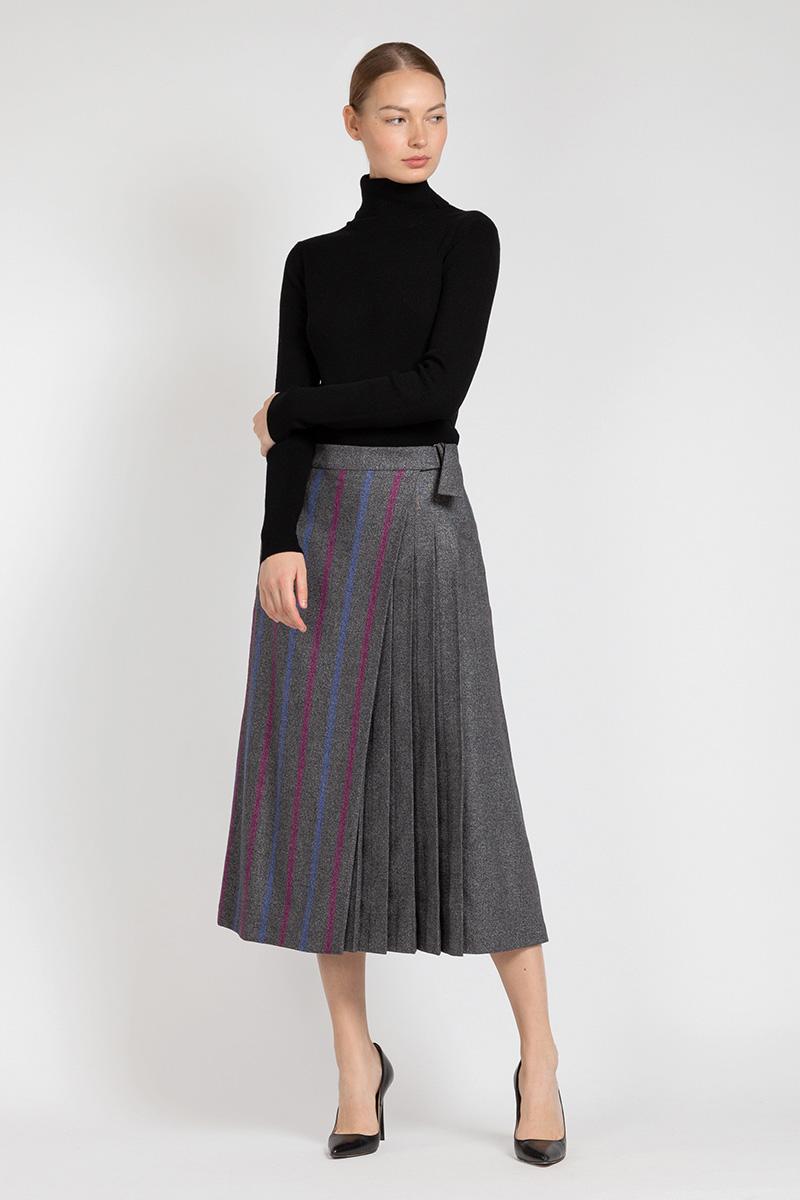 Расклешенная юбка миди с асимметричной вставкой VASSA&Co приталенное платье с асимметричной молнией vassa