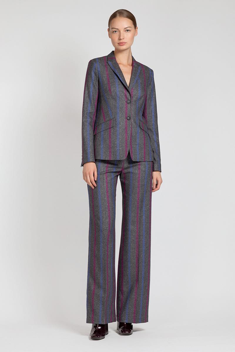 цена на Прямые брюки со стрелками VASSA&Co
