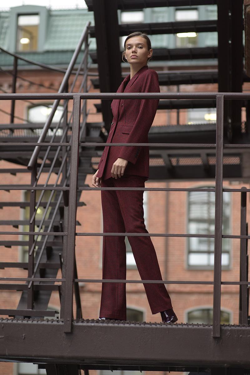 Шерстяные брюки в красно-черную клетку VASSA&Co