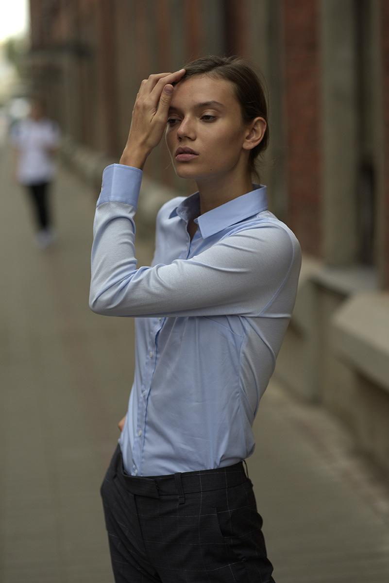Комбинированная блузка приталенного кроя VASSA&Co фото