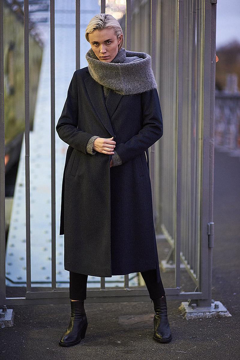 Шерстяное пальто с кокеткой VASSA&Co женское шерстяное пальто