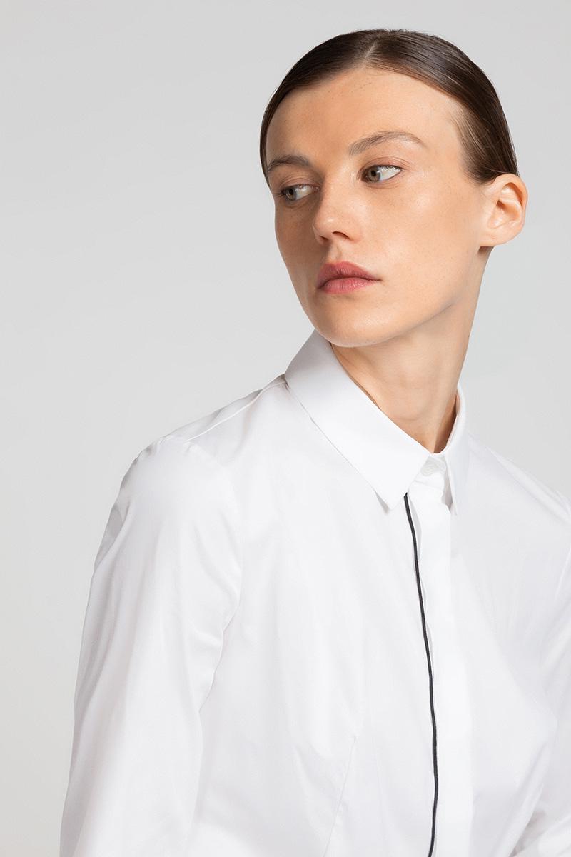 Приталенная хлопковая блузка с контрастной отделкой VASSA&Co фото