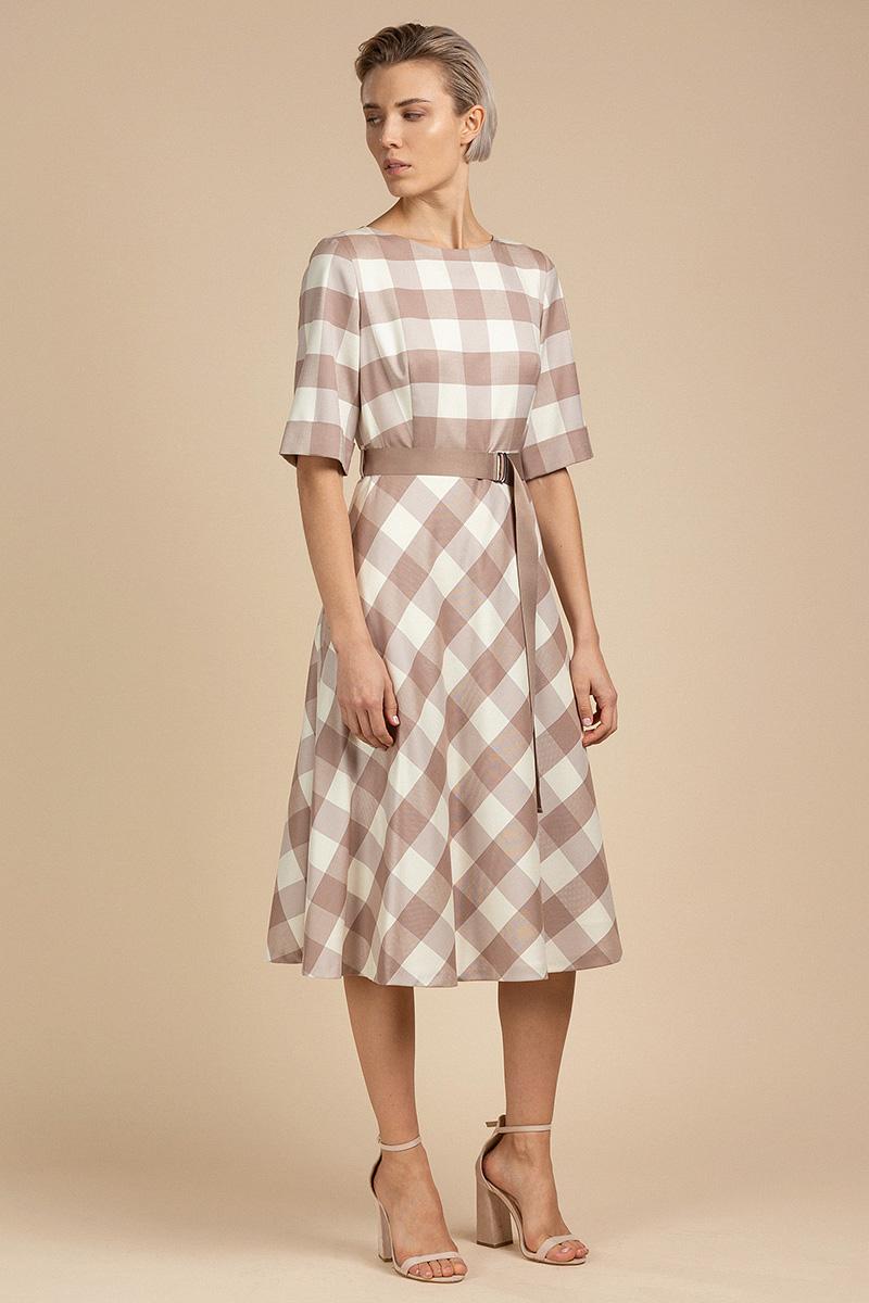 Приталенное платье с крупной бежевой клеткой VASSA&Co фото