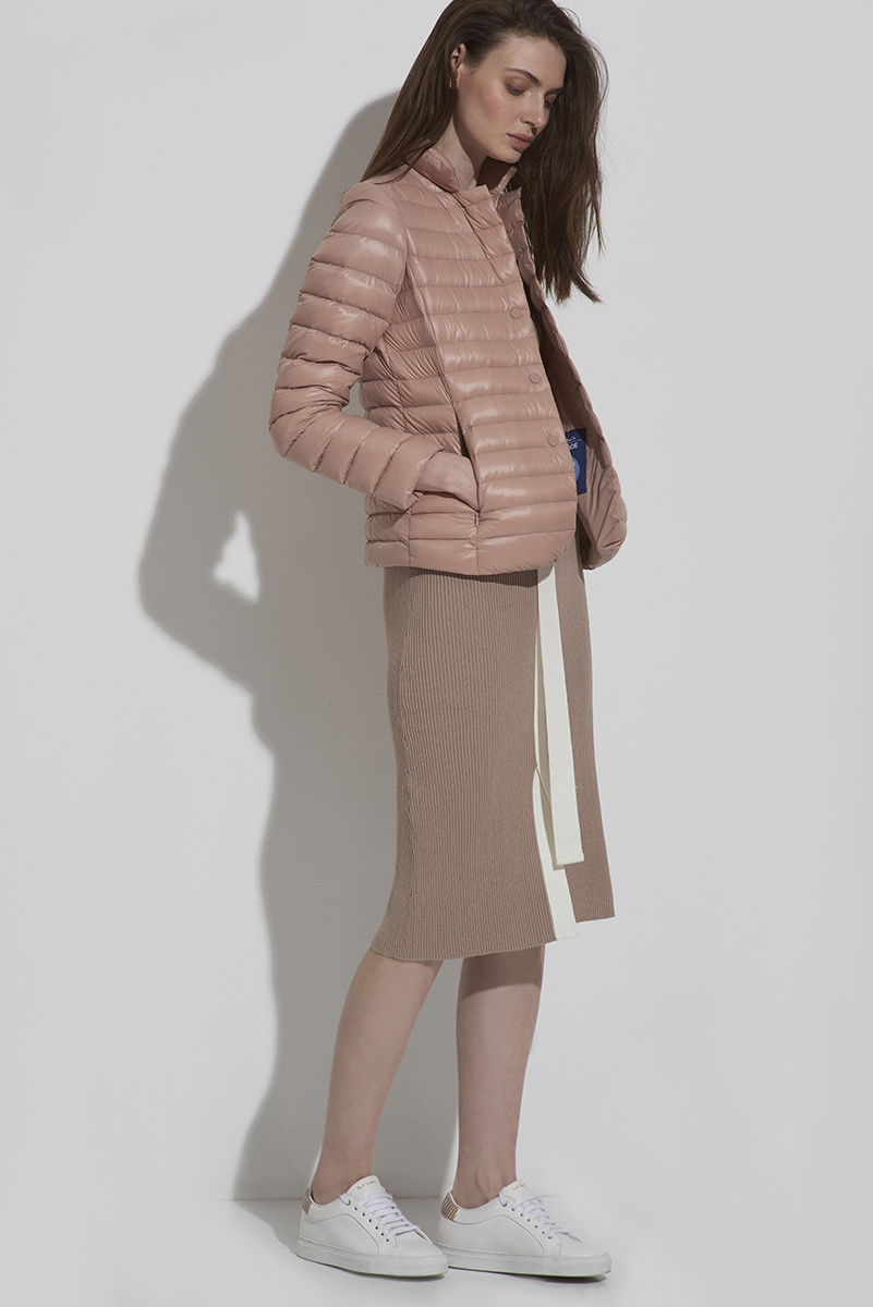 Куртка пуховик на пуговицах с отложным воротником VASSA&Co фото