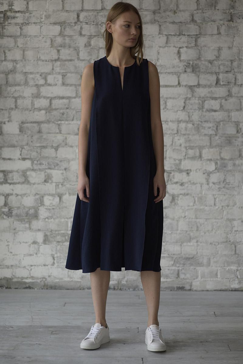 Платье - миди синего цвета VASSA&Co фото
