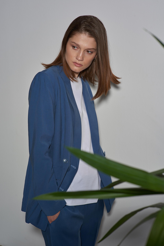 Двубортный жакет синего цвета VASSA&Co фото