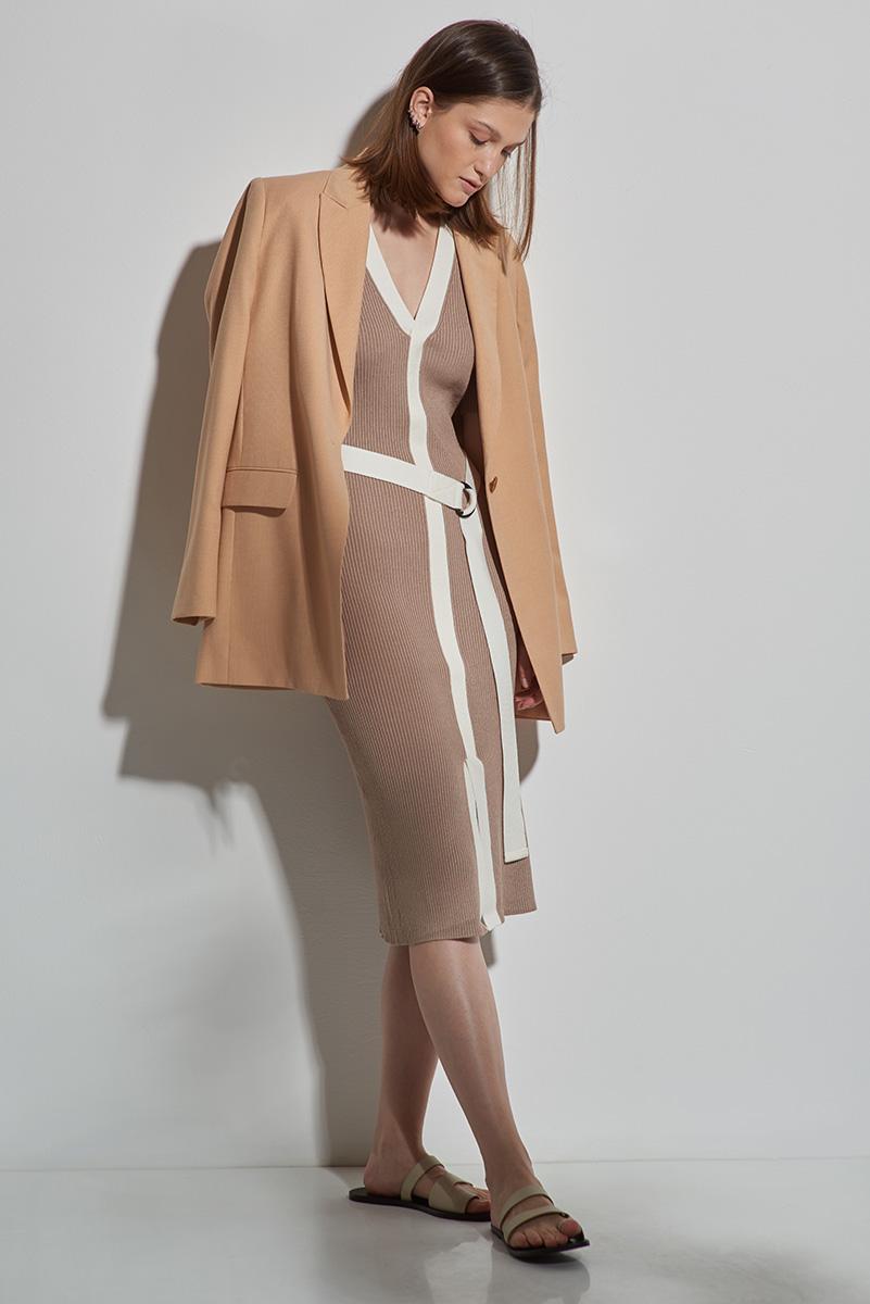 Платье из фактурного трикотажа с контрастной отделкой VASSA&Co фото