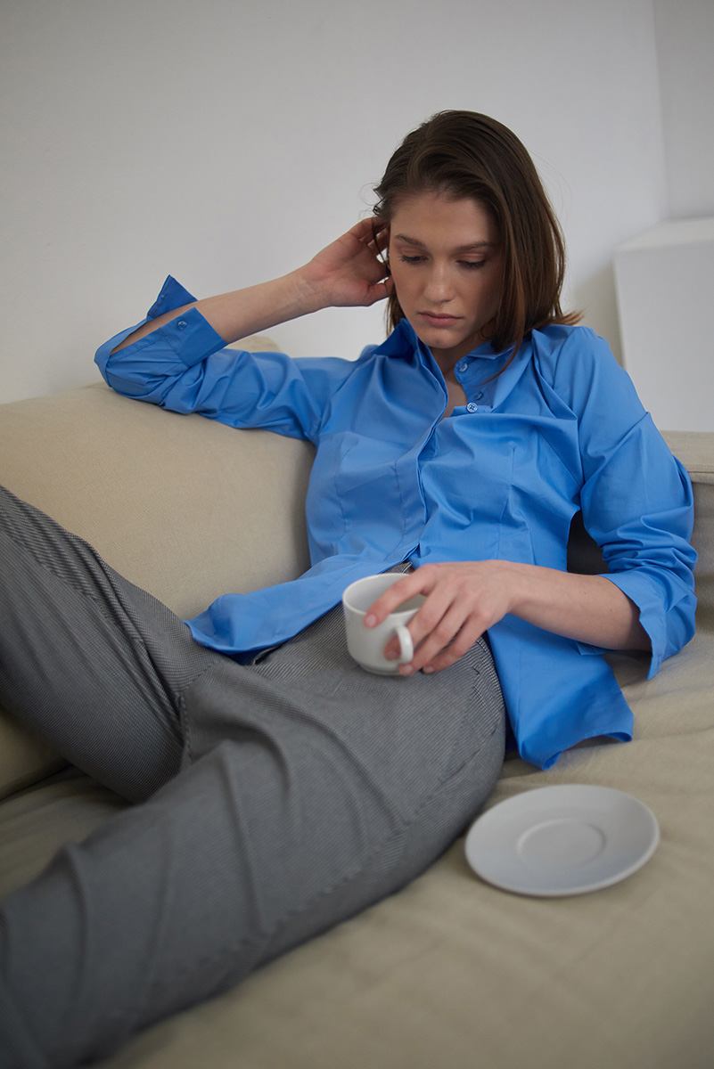 Блузка с длинным рукавом голубого цвета VASSA&Co фото