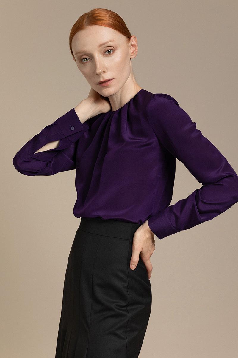 Женственная блузка со сборкой по горловине VASSA&Co фото