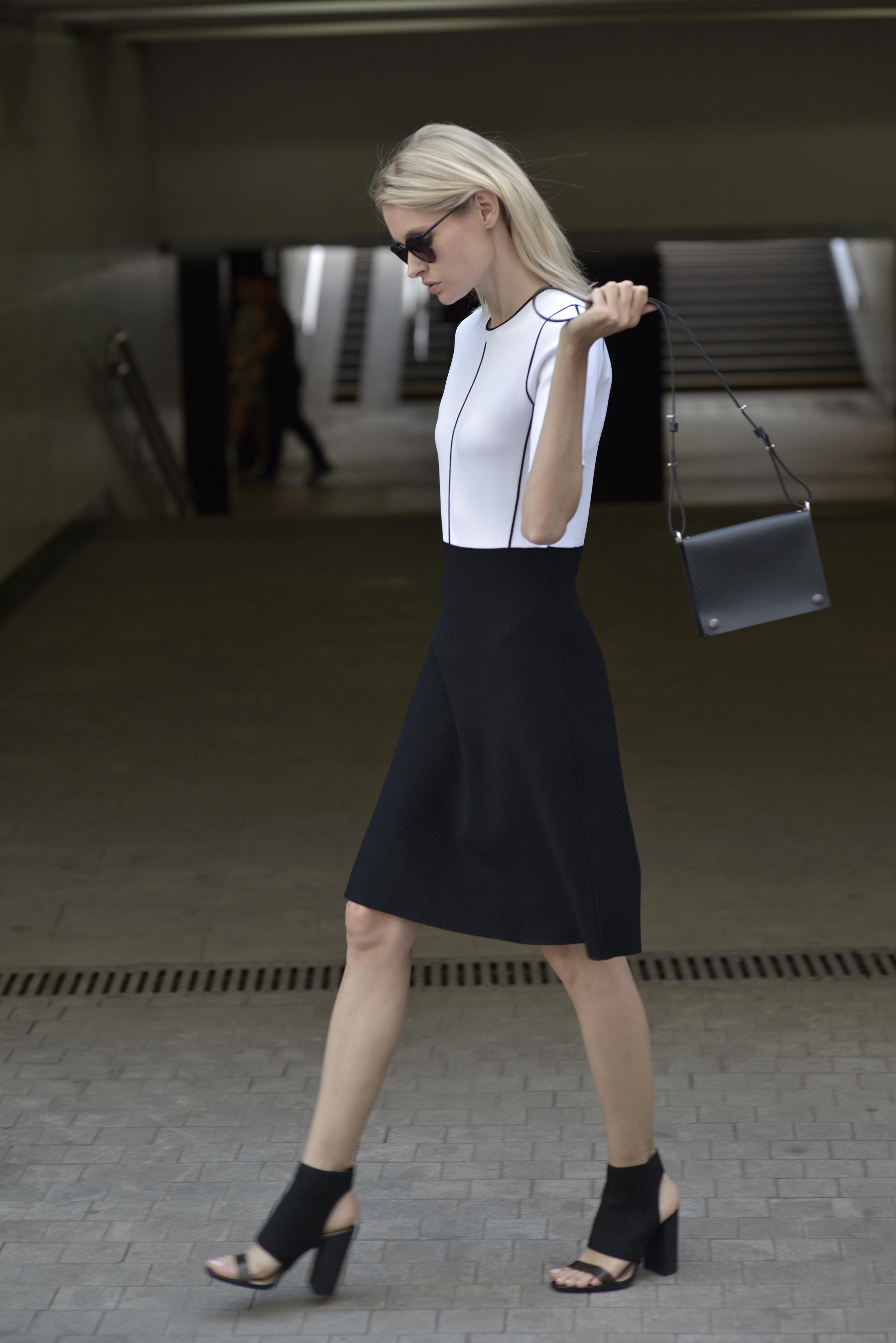 Платье женское с коротким рукавом и контрастным кантом VASSA&Co фото